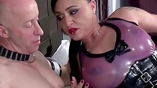 BDSM while she screams from pleasure is fabulous for Miss Roxxy