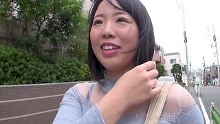 Cute Japanese girlfriend getting fucked in a homemade video